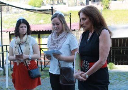 Student Emily Hankinson (LUC) reading along the banks of the Tiber with Dr. Janis Fine.jpg